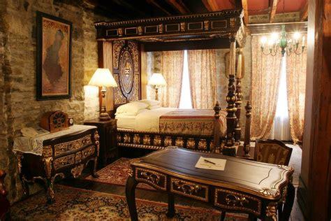 hotel chateau pierre du calvet  piece  history