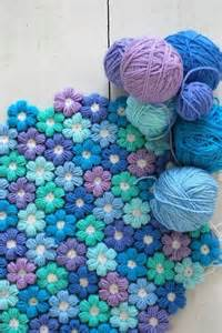 Super soft 6 petal flower baby blanket with free pattern