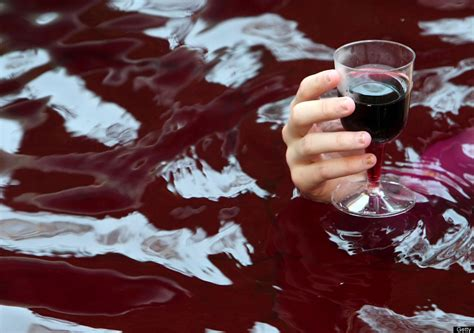 bathtub wine 10 absolutely wonderful spa treatments you should try her beauty page 4