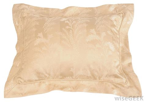What Are Pillow Shams by What Is A Pillow Sham With Pictures