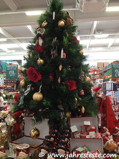 weihnachtsbaum aus plastik jahresfeste