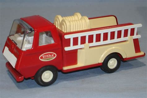 vintage tonka fire truck tiny tonka red pressed steel fire engine pumper 5 13 16