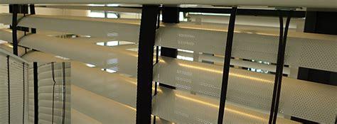 geperforeerde aluminium jaloezieen raambekleding voor binnen co dekker interieurprojecten