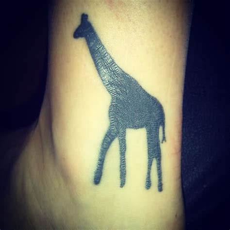 tattoo giraffe finger giraffe tattoo images designs