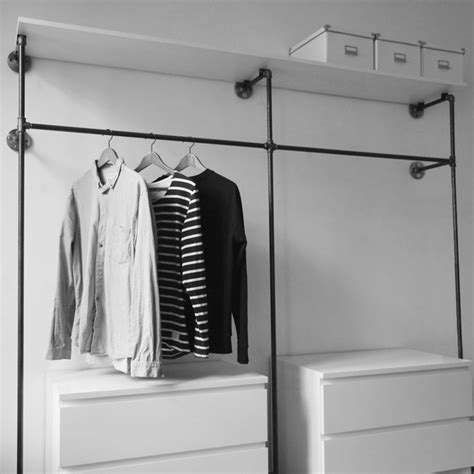offener schrank die 25 besten ideen zu offener kleiderschrank auf