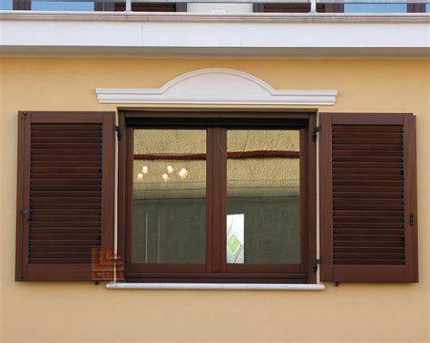 finestra con persiana finestra 2 ante con persiane alette orientabili