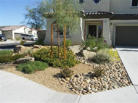 desert landscape front yard 30 photos of front yard desert landscaping with curb