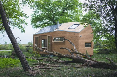 picture perfect off grid tiny house for rent in new york 7 charming off grid homes for a rent free life inhabitat
