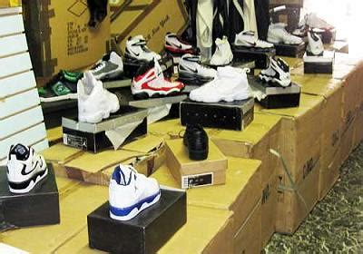 Busted 13725 Pairs Of Faux Nikes Seized In The City Of Big Shoulders Chicago Second City Style Fashion by 160k Worth Of S Seized In South Loop