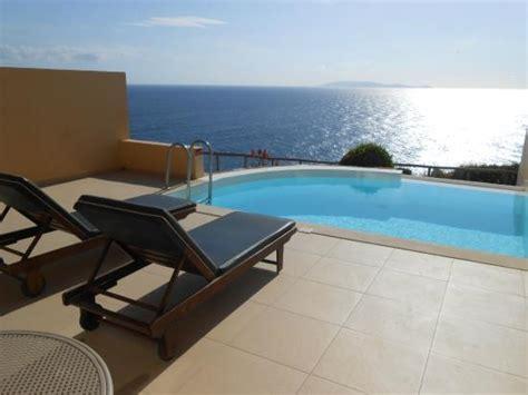 chambre avec piscine privative piscine priv 233 e photo de sea side resort spa agia