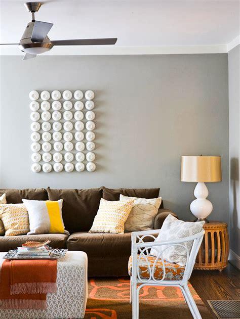 favorite ways  decorate   brown sofa