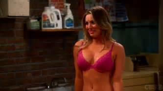 big bang theory actress kaley cuoco sweeting to sport here s the actress that originally was supposed to play