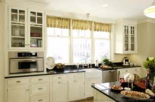 kitchen cabinets cottage style cottage kitchens cottages and kitchen designs on pinterest