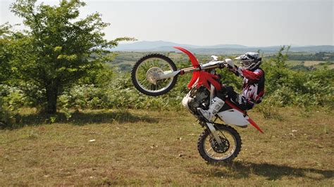 how to wheelie a motocross bike learning to wheelie a dirt bike honda crf250r youtube