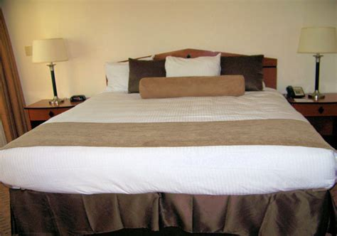 kings size bed hotel king size bed free stock photo public domain pictures