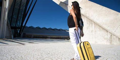 Ibu Hamil Muda Naik Pesawat 5 Tips Sehat Naik Pesawat Bagi Ibu Hamil Merdeka Com