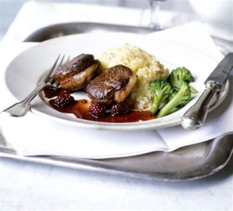 food with venison pan fried venison with blackberry sauce recipe food