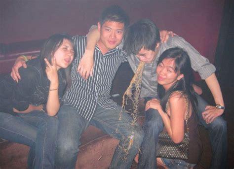 imagenes graciosas de borrachos vomitando puking photobomb really funny pictures collection on