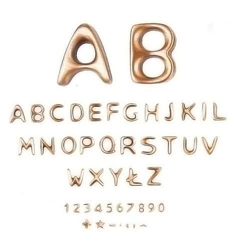 caratteri lettere lettere e numeri in varie misure caratteri
