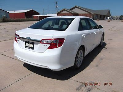 find used 2012 white toyota camry xle 32,000 miles in
