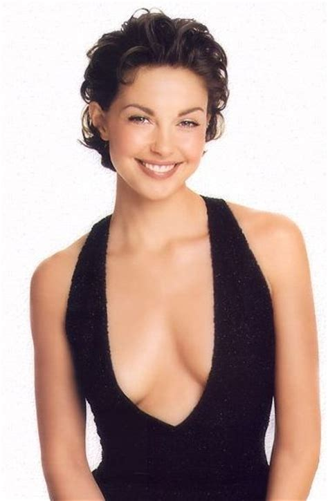 ashley judd bra size age weight height measurements celebrity ashley judd height weight body measurements worldnewsinn