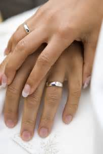 ring marriage finger wedding ring history and why it is worn on the left ring finger