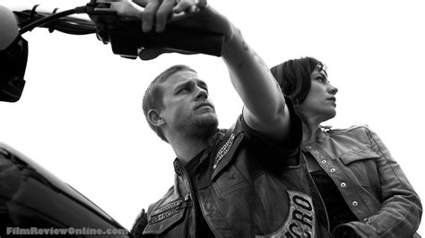 sons of anarchy season 4 pics jax s new haircut and sons of anarchy creator and writer join to do the