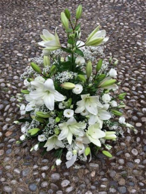 immagini di fiori bianchi composizione di fiori bianchi fioreria corso fiori