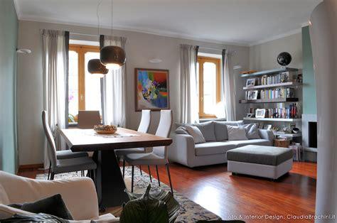 salotto con libreria salotto con parquet e libreria a muro interior design