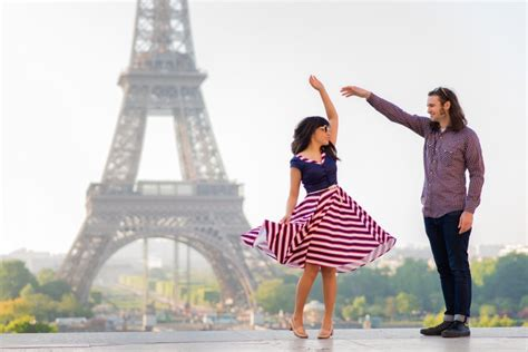 couple pic paris couples photography