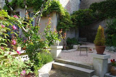 giardini con ghiaia pavimentazione giardino con ghiaia tante piante da