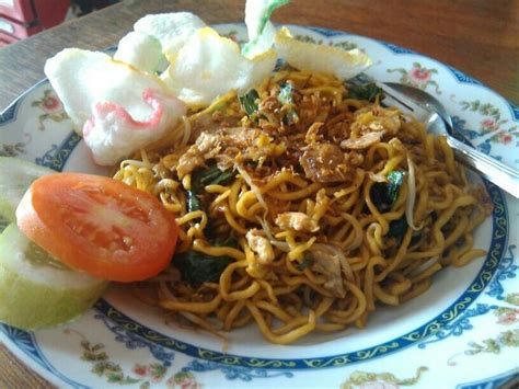 membuat mie goreng kuning pin by mijawara kuliner on mijawara pinterest