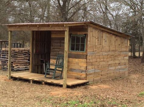 Cabin Out Of Pallets by Standard Pallet Size Build A Pallet House