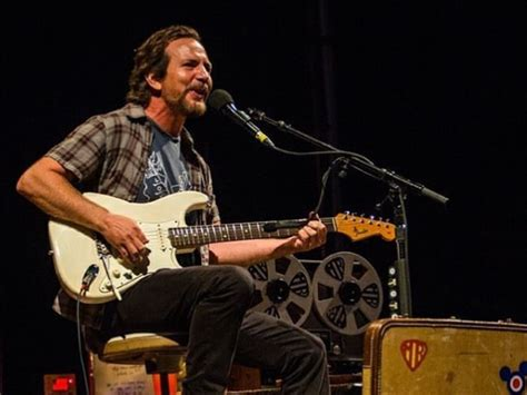 eddie vedder debuts a new song performs with fiona apple