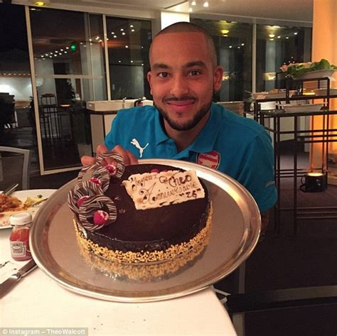 arsenal instagram theo walcott shows off cake from arsenal team mates on