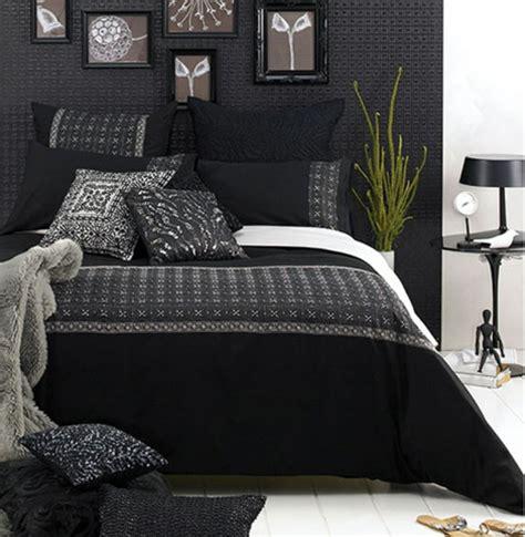 schwarzes futonbett schwarzes bett hause deko ideen