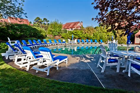 coole outdoor möbel swimming pools at edge in brewster on cape cod