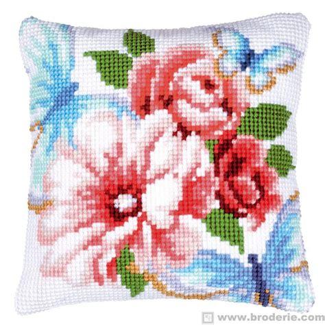 fiori da ricamare cuscino punto croce cuscino da ricamare farfalle con