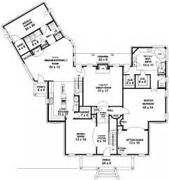 5 Bedroom 3 Bathroom House by 653956 Two Story 3 Bedroom 2 5 Bath Traditional Style