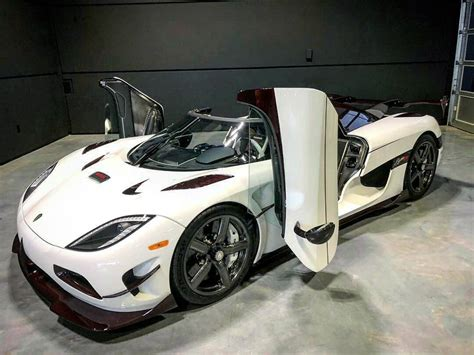 koenigsegg canada koeingsegg agera rs looks brilliant in white and red