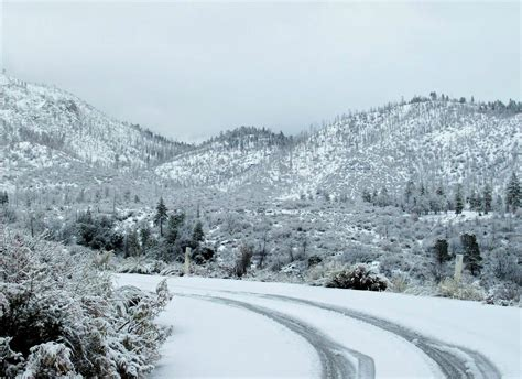 picture of snow file snow on the mountains of southern california jpg