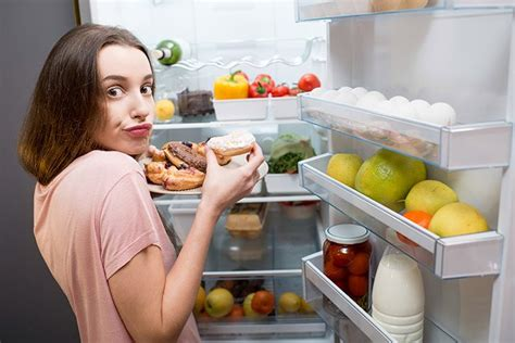 when to stop eating before bed when should you stop eating before bed why you should be sleeping before eating food n