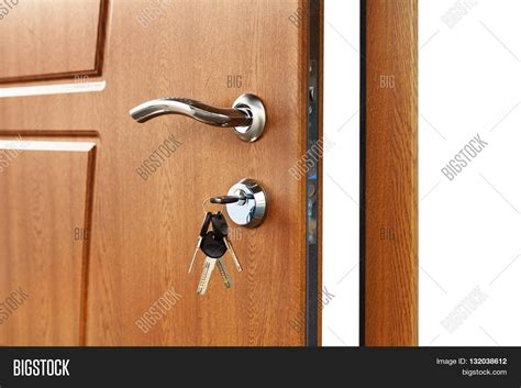 How To Open Locked Door Knob by Open Door Handle Door Lock With Brown Wooden Door