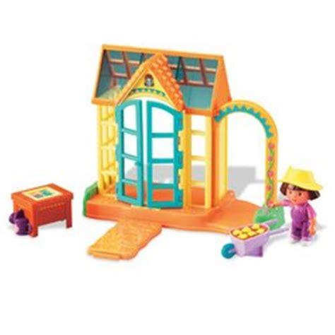 dora talking doll house amazon com fisher price dora the explorer dora s talking house greenhouse addition toys games