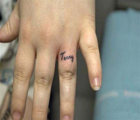 finger tattoo last 30 cool name tattoo ideas slodive