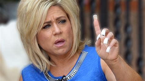 how tall us teresa caputo theresa caputo long island medium slammed in hometown