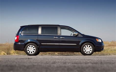 2011 chrysler town and country touring 2011 chrysler town and country touring side photo 1