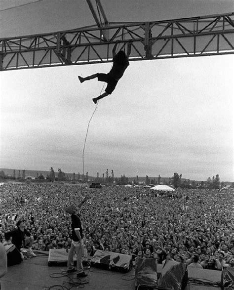 eddie vedder stage dive eddie vedder hanging from the rafters voices tv