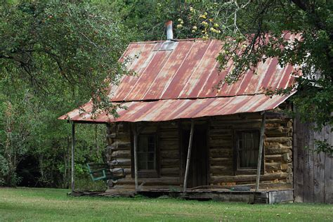 rustic log cabin log cabin free stock photo a rustic log cabin 17601