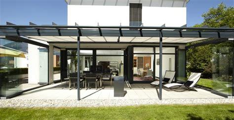 überdachte terrasse alu glas terrassen 252 berdachung m 252 nchen auch bei regen grillen